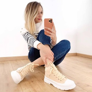🔸 On craque pour le total look Speak de la jolie @__maloo 🙈🧡 Une tenue simple mais efficace en associant des basiques : une marinière, un jean brut 👖 et des petites baskets 👟 montantes ! Un look parfait pour le printemps 🌷  #modepositive #speakconcept #maclique #lookprintemps #modeprintemps #modefemme #printemps2021 #ideelook
